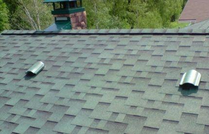 Пример непрерывной и точечной вентиляции на крыше