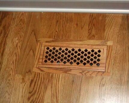 Пол из ламината с вентиляционной решеткой