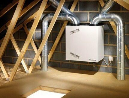 Расположение вентиляционной установке на чердаке