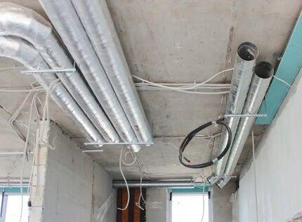 Прокладка воздуховодов под верхним перекрытием