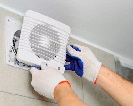 Установка вентилятора в вытяжку саузла