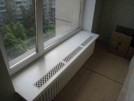 Встраиваемая вентиляционная решетка в подоконнике