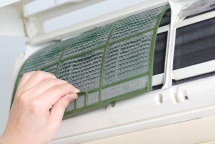 Фильтр грубой очистки воздуха в кондиционере