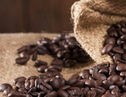 Зерна кофе в борьбе с влажностью