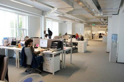 Вентиляционные воздуховоды в офисе