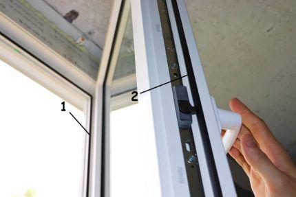 Уплотнитель в конструкции окна