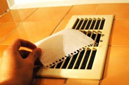 Проверка тяги в отверстие естественной вентиляции