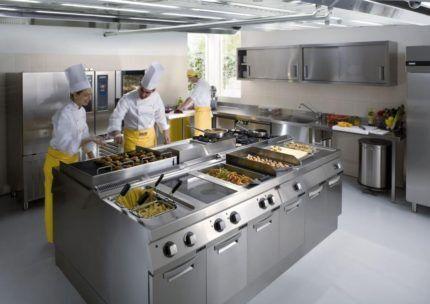 Работа поваров на кухне