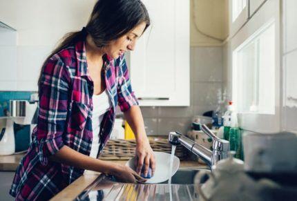 Мойка - источник влажности на кухне
