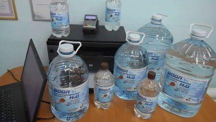 Дистиллированная вода в бутылках