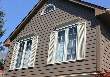Вентиляционное окно во фронтоне дома