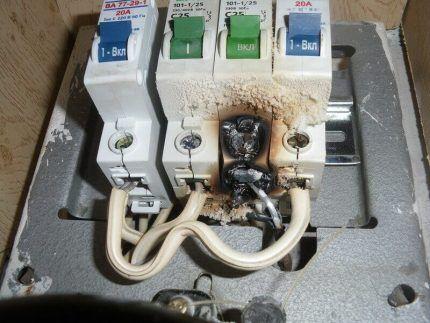 Выгорание клемм автомата