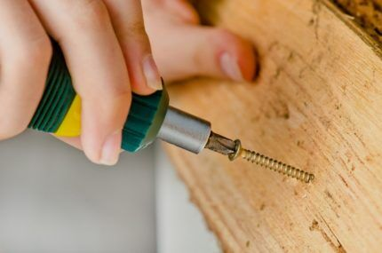 Саморез для деревянного бруска