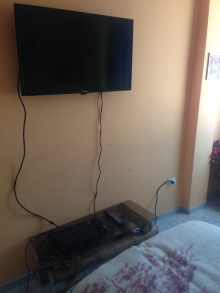 Телевизор с проводами
