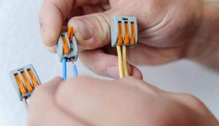 Соединение проводов с помощью клеммы Ваго