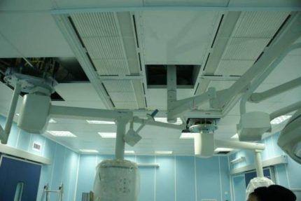 Вентиляционные воздуховоды под потолком