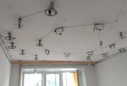 Потолок под монтаж точечных светильников