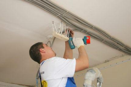 Подготовка проводки под натяжной потолок