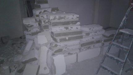 Б/у газобетонные блоки на полу
