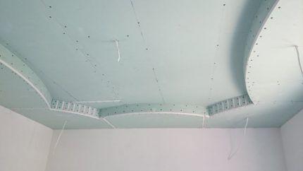 Волнистая форма потолка