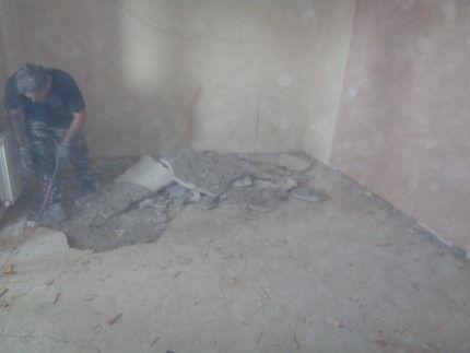 Много пыли при демонтаже стяжки
