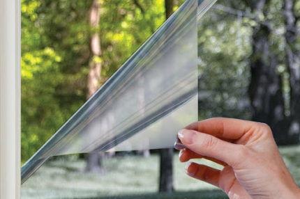 Тонировочная пленка на окне