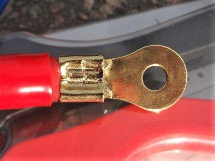 Кольцевой наконечник на проводе