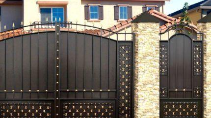 Ворота с отдельной калиткой