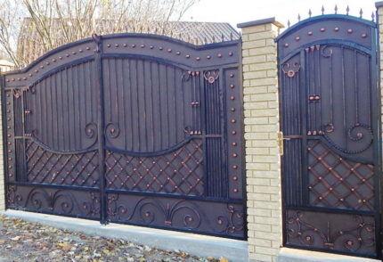 Пример распашных ворот