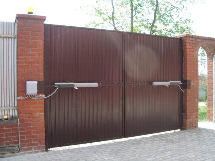 Автоматические ворота с линейным приводом
