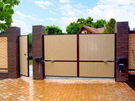 Рычажной привод на воротах
