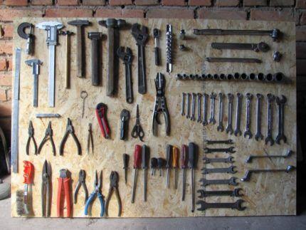 Деревянная панель для хранения мелочей