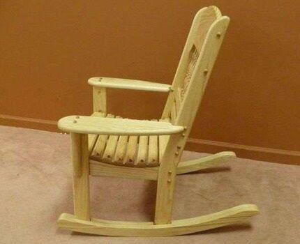 Полностью деревянное кресло