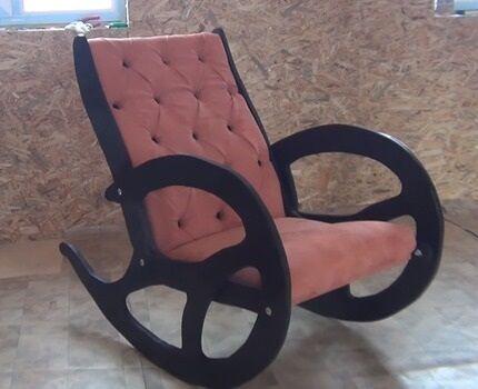 Кресло с мягкой спинкой