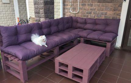 Журнальный столик и диван