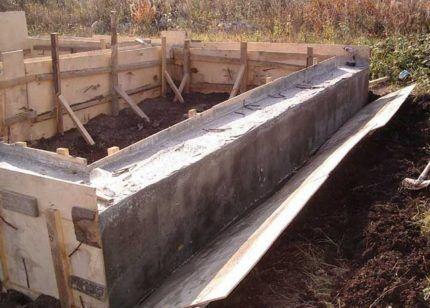 Демонтаж деревянной опалубки