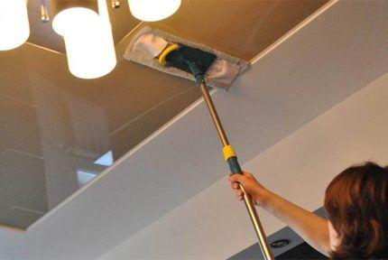Уход за плиточным потолком