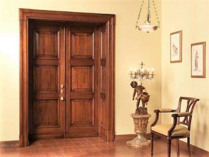 Двери из древесины