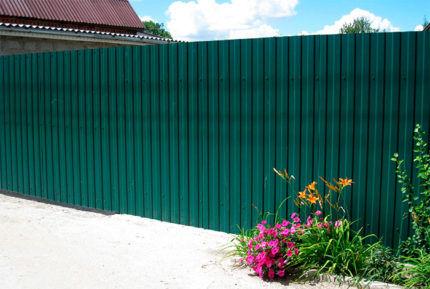 Сплошной забор из профлиста