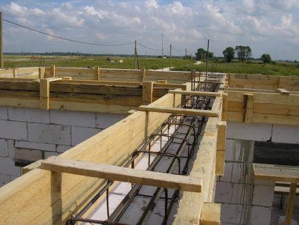 Опалубка для армо-бетонного пояса