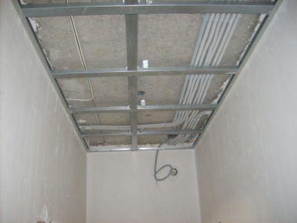 Потолок из гипсокартона в гардеробной комнате