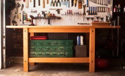 Верстак с ящиками для инструментов и запчастей