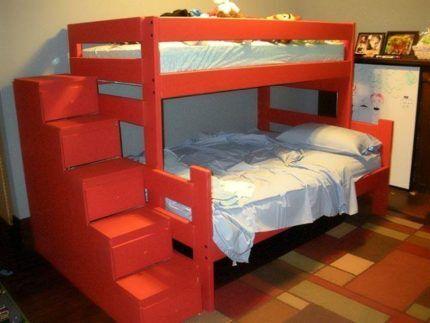Яркая двухярусная кровать