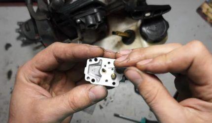 Клапан-распылитель в карбюраторе